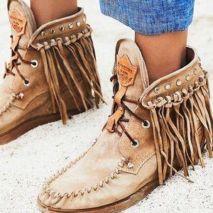 El Vaquero 'Roseland' moccasin boot